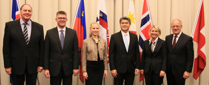 Meeting between EFTA and the Philippines. From left: Mr Kristinn F. Árnason, EFTA Secretary-General; Mr Gunnar Bragi Sveinsson, Minister for Foreign Affairs and External Trade, Iceland; Ms Aurelia Frick, Minister of Foreign Affairs, Liechtenstein (Chair); Mr Adrian S. Cristobal Jr, Undersecretary for Industry Development and Trade Policy of the Philippines; Ms Monica Mæland, Minister of Trade and Industry, Norway; and Mr Johann N. Schneider-Ammann, Federal Councillor, Head of the Federal Department of Economic Affairs, Education and Research, Switzerland