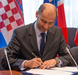 Joško Klisović, Deputy Minister of Foreign and European Affairs of Croatia, signing the EEA Enlargement Agreement