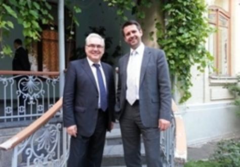 Mr Valeriy Pyatnitskiy and Icelandic Ambassador Martin Eyjólfsson.