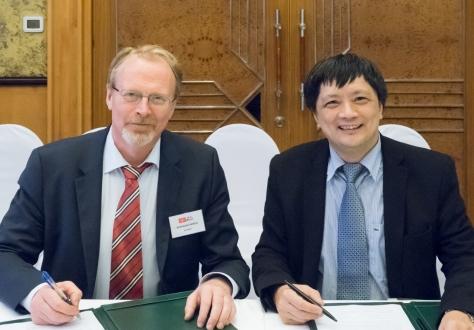 EFTA Chief Negotiator Sveinung Røren and Vietnam Chief Negotiator Tran Trung Thuc