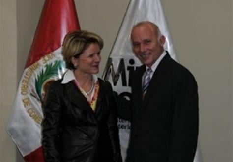 Swiss Ambassador Marie-Gabrielle Ineichen, and Peruvian Vice-Minister Eduardo Ferreyros.