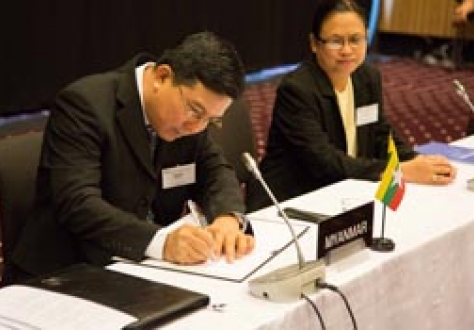 Pwint San, Deputy Minister of Commerce, Myanmar (left), signing the Joint Declaration on Cooperation; and Naw Mutakapaw, Director, Ministry of Commerce, Myanmar.