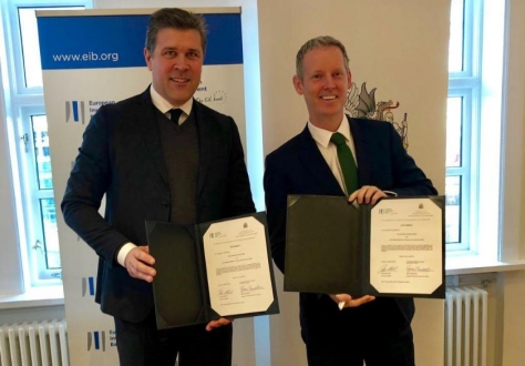 Bjarni Benediktsson and Andrew McDowell after the signature at Iceland's Finance Ministry in Reykjavik.
