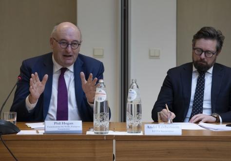 Phil Hogan, European Commissioner for trade, and Andri Lúthersson, EFTA Deputy Secretary-General.