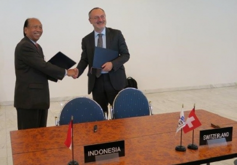 Ambassador Soemadi D.M. Brotodiningrat from Indonesia and Ambassador Didier Chambovey from Switzerland