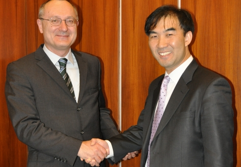 Ambassador Didier Chambovey (EFTA Spokesperson) and Deputy Director General Seong-Ho Lee (Korean Spokesperson)