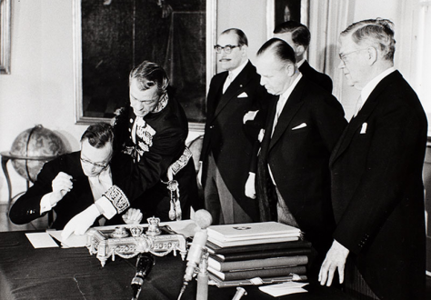 Gottlieb Gut, Swiss Ambassador, signing the EFTA Convention on 4 January 1960