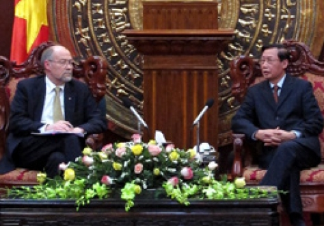 Chairman of the EFTA Parliamentary Committee Mr. Svein Roald Hansen and Vice Chairman of the National Assembly of Vietnam Mr. Nguyen Duc Kien.